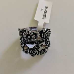 Black & Silver Flower Costume Ring NWT